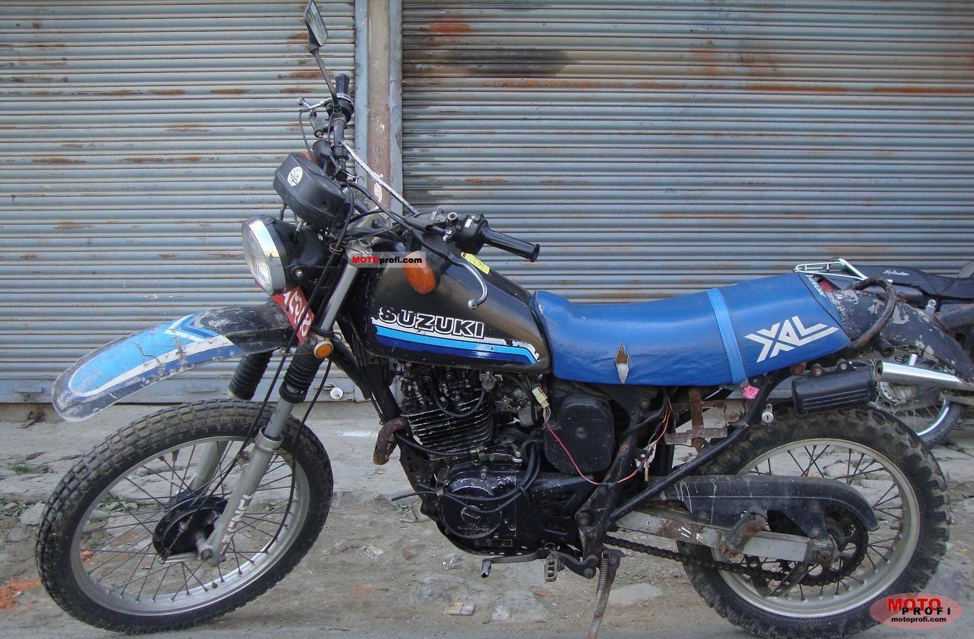 Suzuki DR 250 S 1984 photo