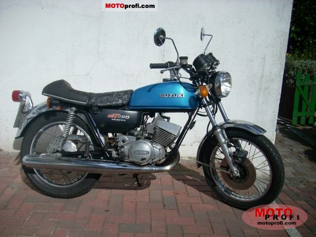 Suzuki GT 250 1978 photo