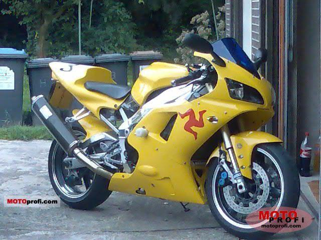 Yamaha YZF-R1 2001 photo