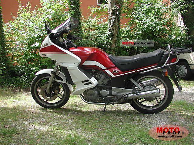 Yamaha XZ 550 1982 photo