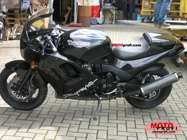 Triumph Daytona 900 1995 photo