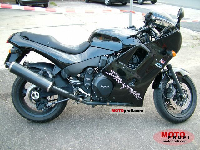 Triumph Daytona 900 1996 photo
