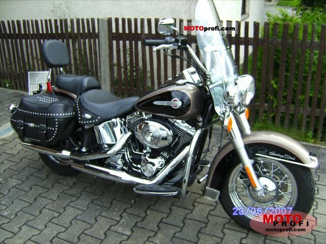 Harley-Davidson FLSTCI Heritage Softail Classic 2005 photo