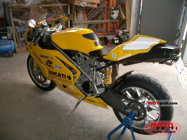 Ducati 749 2005 photo