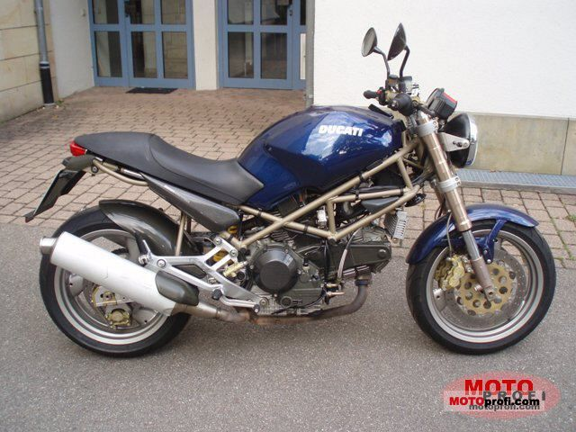 Ducati Monster 900 1999 photo