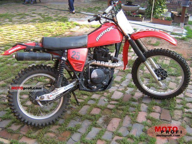 Kawasaki KL 250 1982 photo