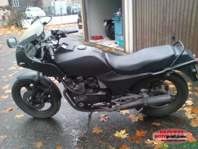 Kawasaki GPZ 550 1985 photo