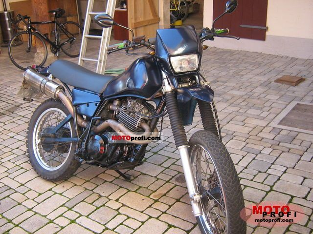 Yamaha XT 550 1982 photo