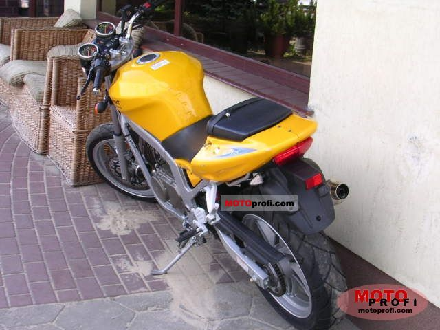 Review of Hyosung GT 650i Naked 2018: pictures, live