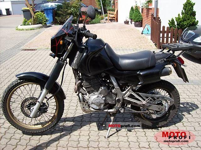 Honda NX650 Dominator vm. 1994 (vanha) - Takapiha