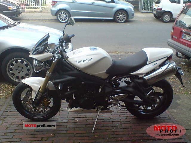 Triumph Street Triple 675 2008 photo