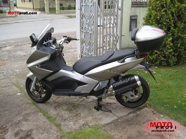 Gilera GP800 2009 photo
