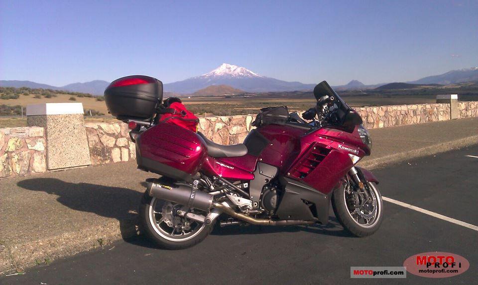 Kawasaki 1400 GTR 2009 photo