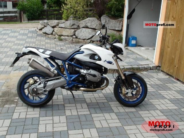 BMW HP2 Megamoto 2010 photo