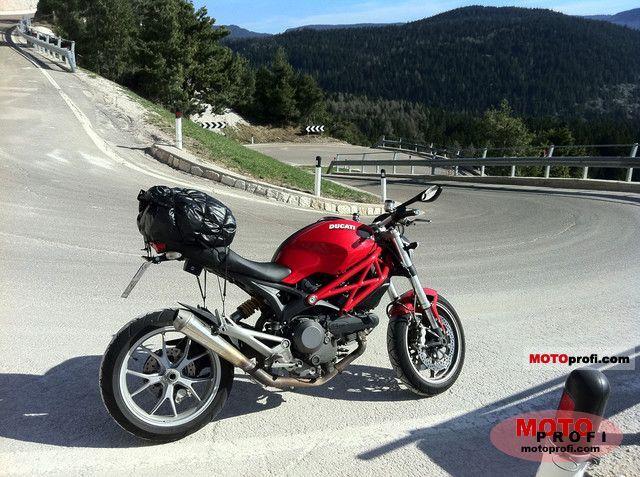 Ducati Monster 1100 2010 photo