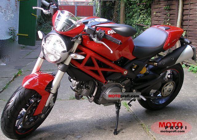 Ducati Monster 796 2010 photo