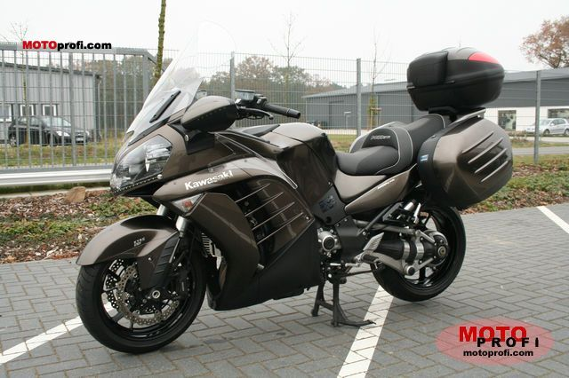 Kawasaki 1400 GTR 2010 photo