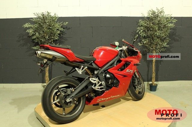 Triumph Daytona 675 2010 photo