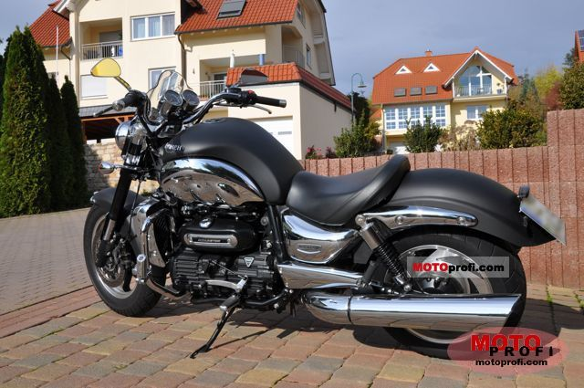 Triumph Rocket III Roadster 2010 photo