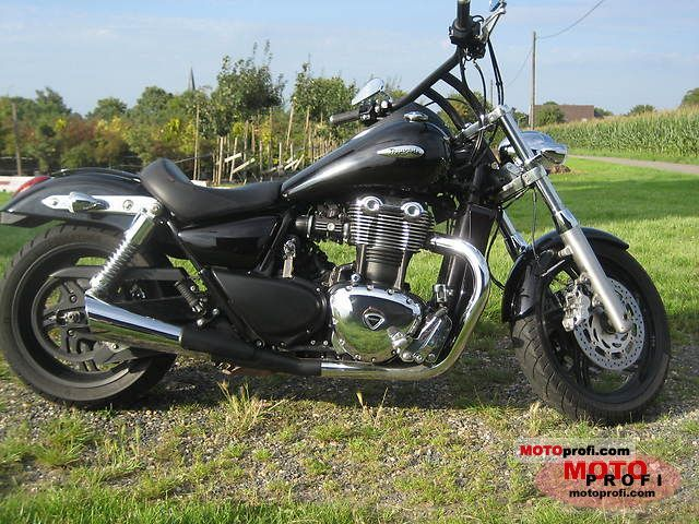 Triumph Thunderbird 2010 photo