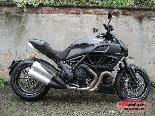 Ducati Diavel Carbon 2011 photo