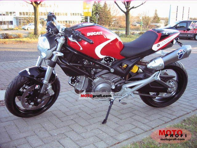 Ducati Monster 696 2011 photo