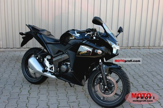 Honda CBR125R 2011 photo
