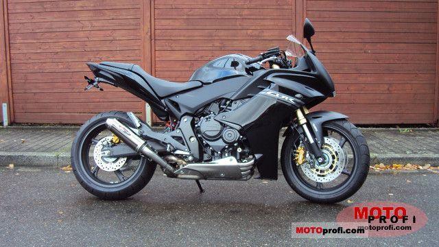Honda CBR600F 2011 photo