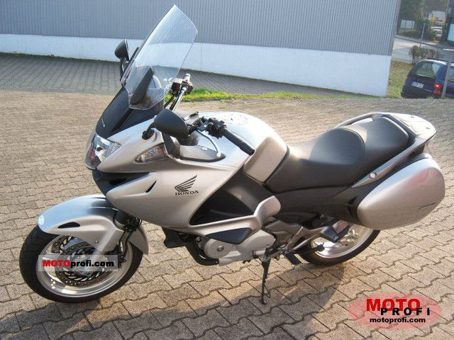 Honda NT700V ABS 2011 photo