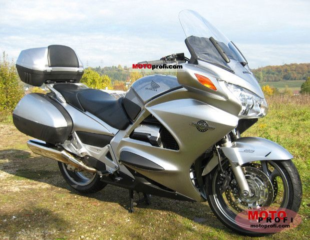Honda ST1300 Pan-European 2011 photo