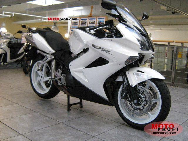 Honda VFR 800 2011 photo