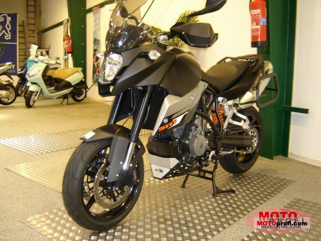 KTM 990 Supermoto T 2011 photo