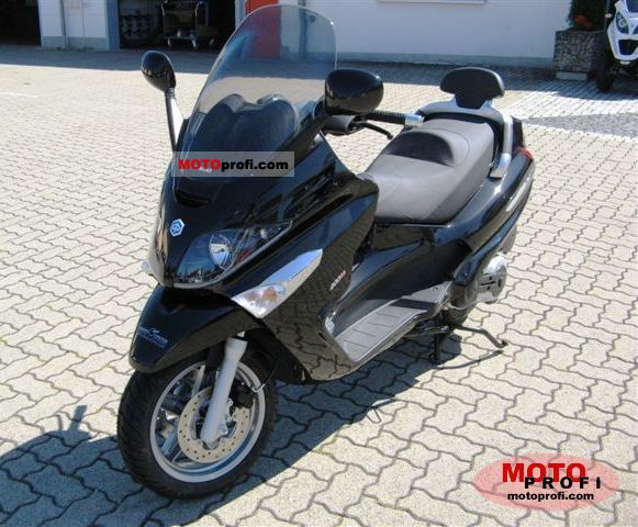 Piaggio XEvo 400 2011 photo