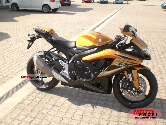 Suzuki GSX-R750 2011 photo