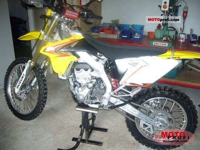 Suzuki RMX450Z 2011 photo