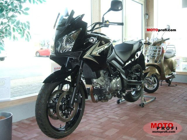 Suzuki V-Strom 650 2011 photo