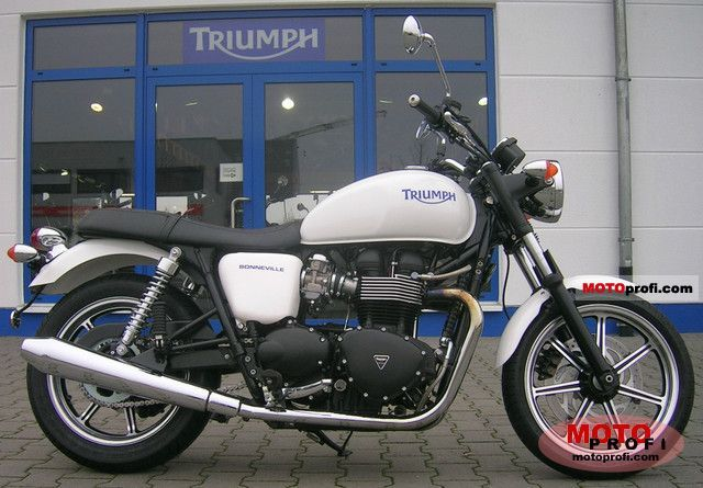 Triumph Bonneville 2011 photo