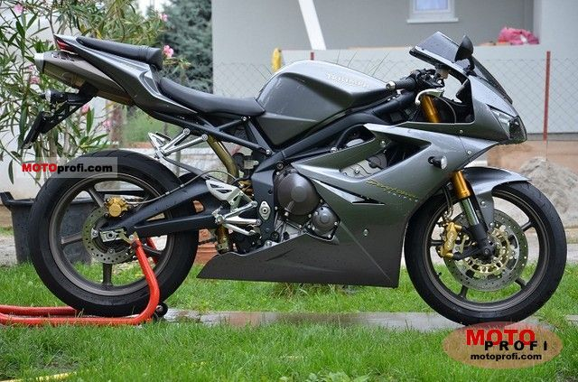 Triumph Daytona 675 2011 photo