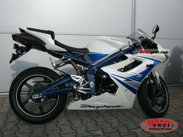 Triumph Daytona 675 SE 2011 photo
