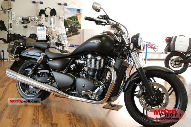 Triumph Thunderbird Storm 2011 photo