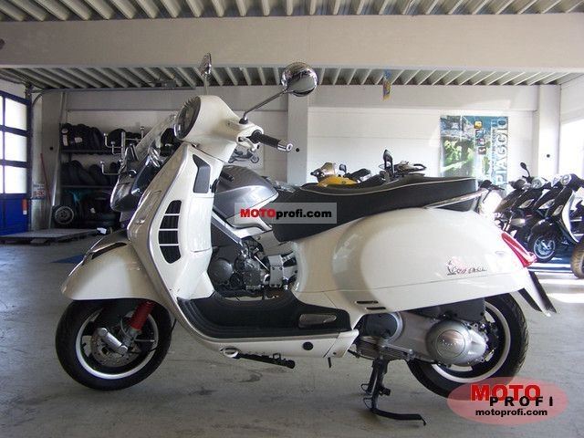 Vespa GTS 300 Super 2011 photo
