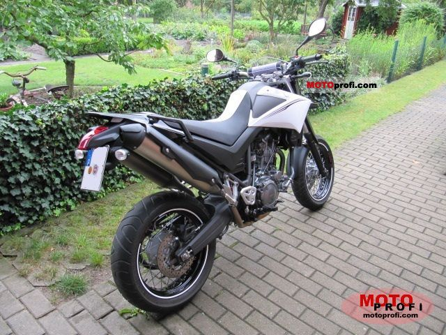 Yamaha XT660X 2011 photo