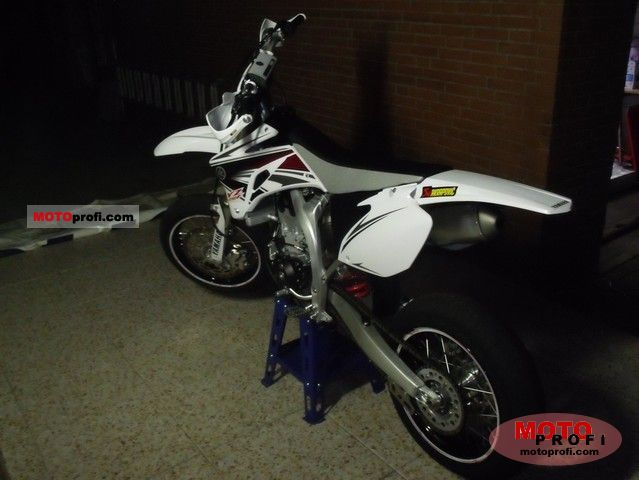 Yamaha YZ450F 2011 photo